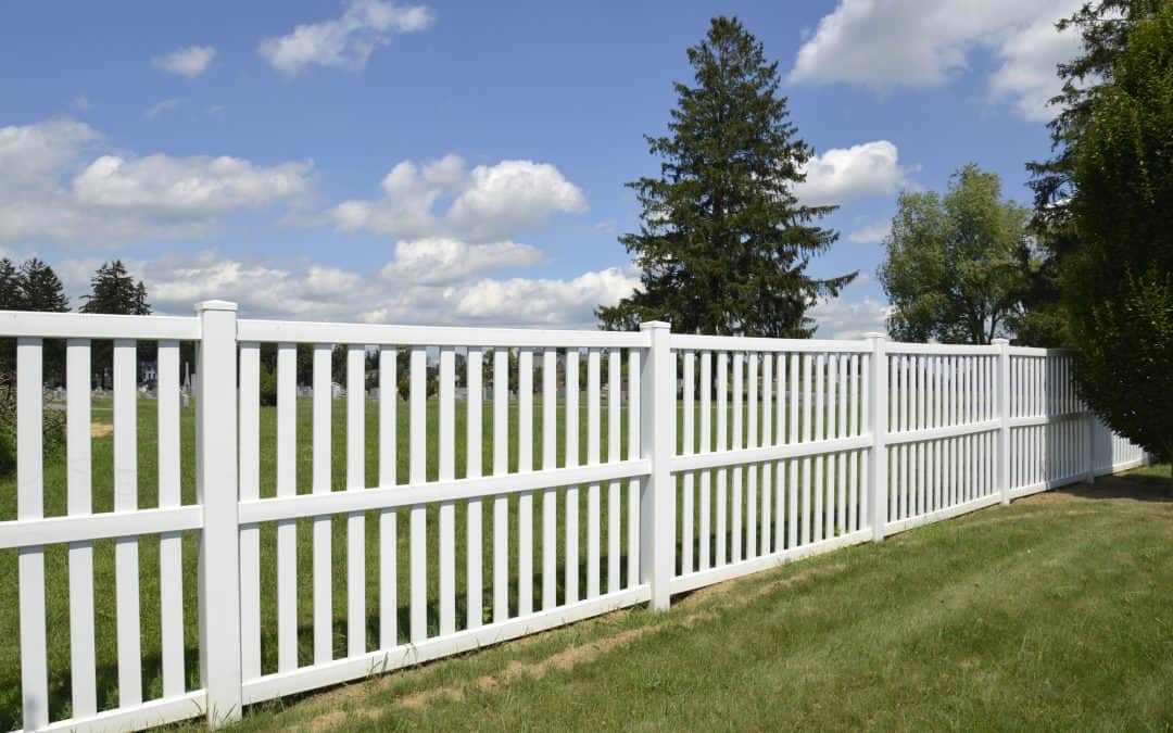 Pros and Cons of Vinyl Fences