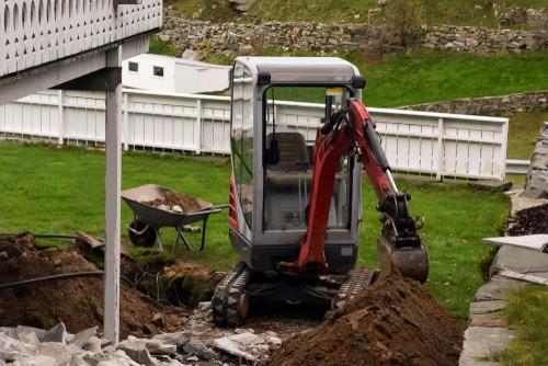 Mini Excavator Tracks Inspection: Tips For Backyard Renovation
